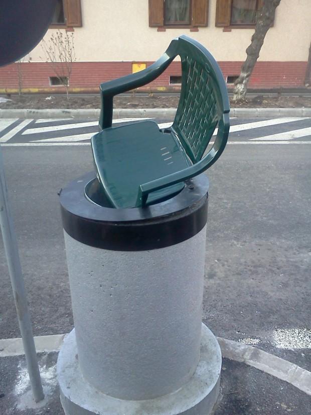 Ce mai aruncă oamenii la gunoi